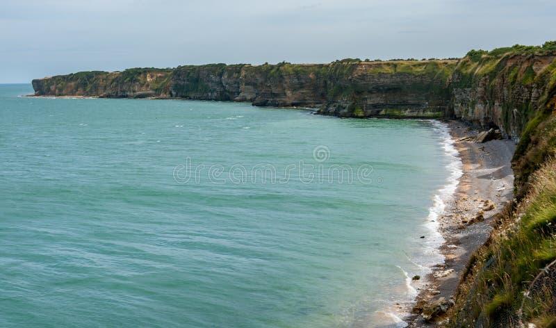 Linea costiera di La Pointe Du Hoc, Normandia Francia immagine stock