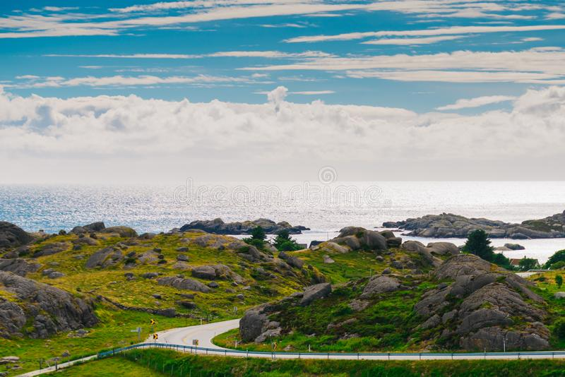 Linea costiera nel sud Norvegia, strada nazionale Jaeren fotografia stock