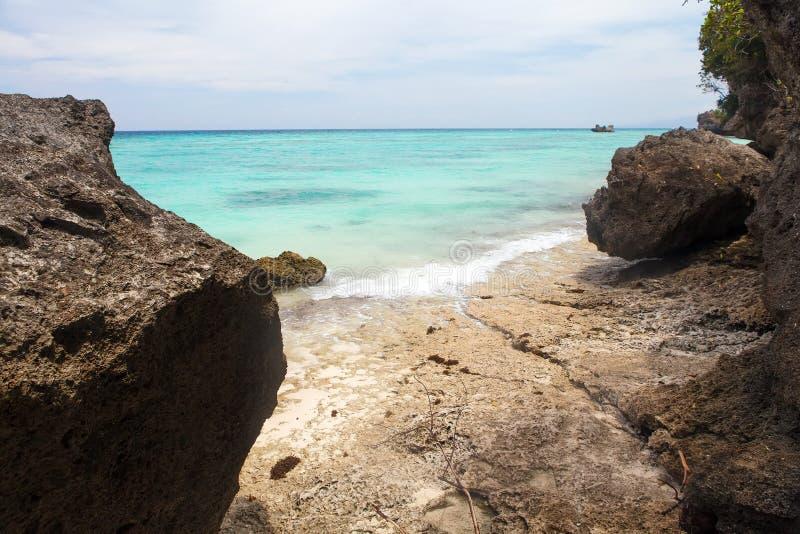 Linea costiera tropicale non trattata della spiaggia, vista del turchese del pacifi immagini stock libere da diritti