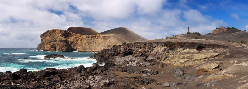 Linea costiera vicino a Capelinhos, Faial Azzorre immagini stock libere da diritti