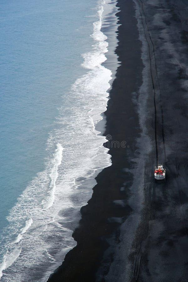 Linea costiera vulcanica dell'Islanda immagine stock