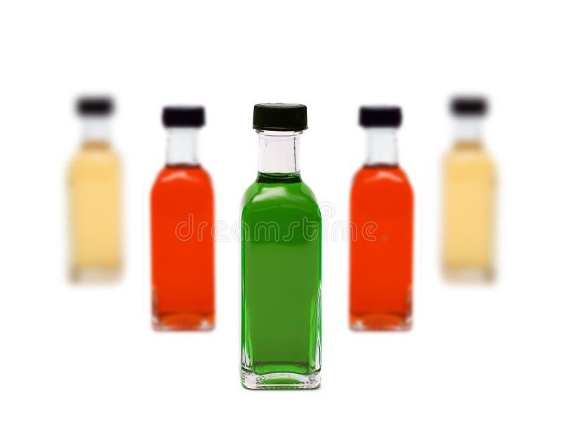 Linea di bottiglie di vetro fotografia stock