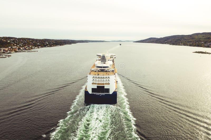 Linea di colore - traghetto nel Oslofjord fotografie stock