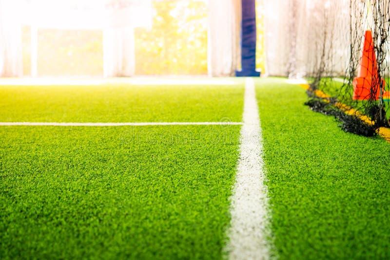 Linea di frontiera di campo di formazione di calcio dell'interno fotografia stock