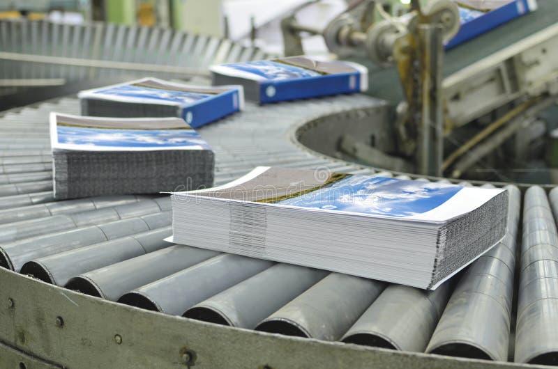 Linea di produzione di derivazione del libro dell'impianto tipografico immagini stock