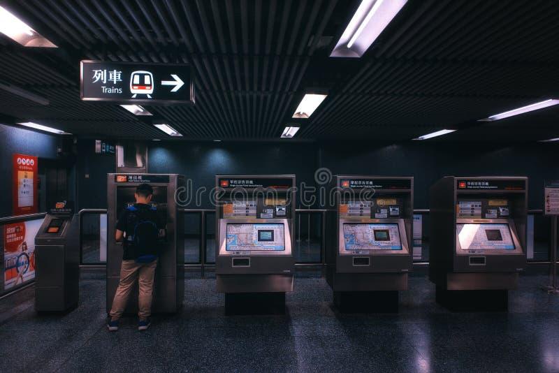 Linea distributori automatici dell'isola della stazione della metropolitana di Hong Kong China Island MTR North Point del bigliet immagine stock libera da diritti