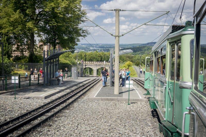 Linea ferroviaria del dente e treno, castello di Drachenburg, Germania fotografie stock libere da diritti