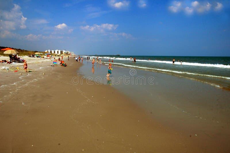 Linea lunga spiaggia della costa in Carolinas fotografie stock libere da diritti