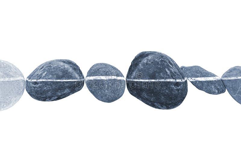 Linea orizzontale delle pietre, isolata su bianco fotografia stock libera da diritti