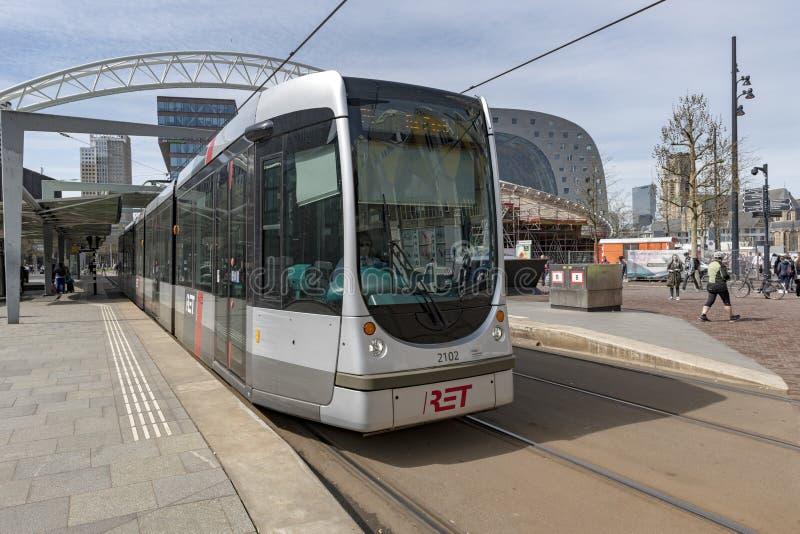 Linea tranviaria del sistema di trasporto Centro urbano di Rotterdam immagine stock