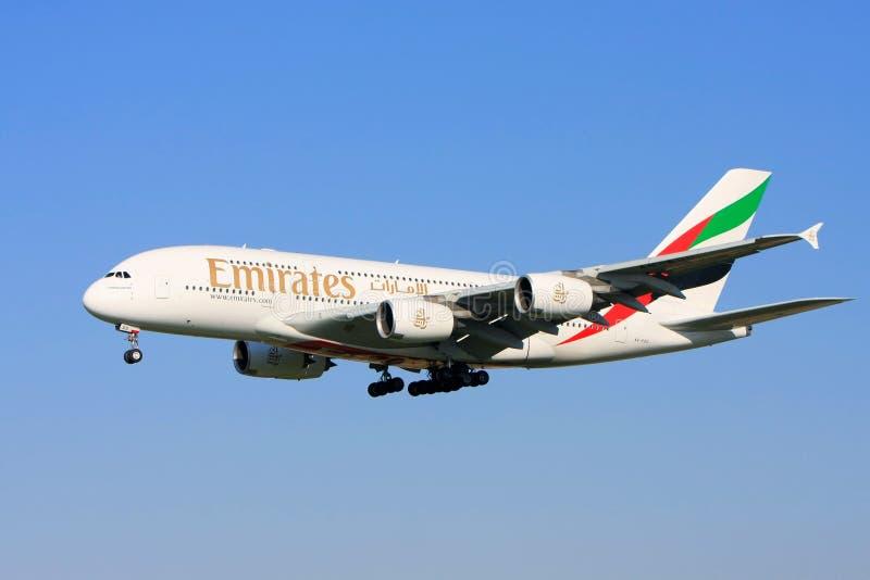 Linee aeree Airbus A380 degli emirati durante il volo. immagini stock