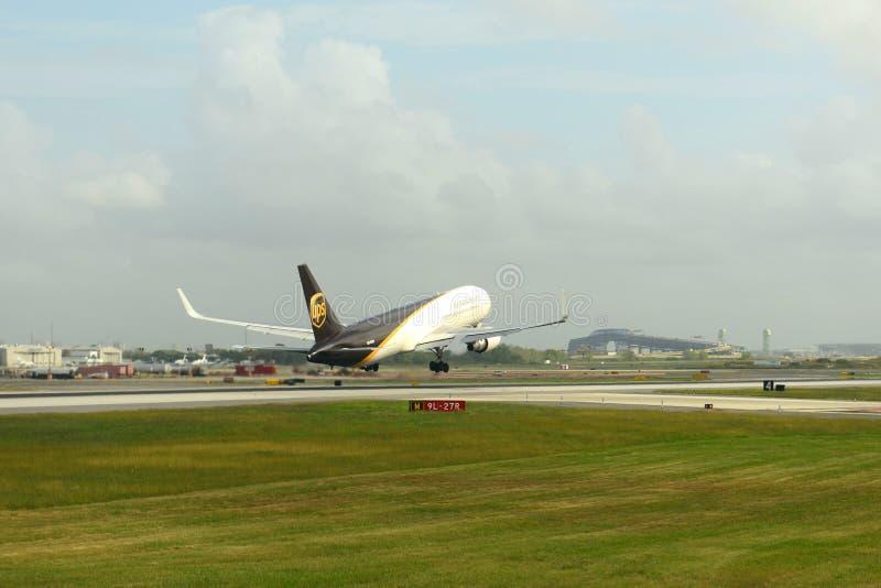Linee aeree Boeing 767 di UPS all'aeroporto di Filadelfia fotografie stock