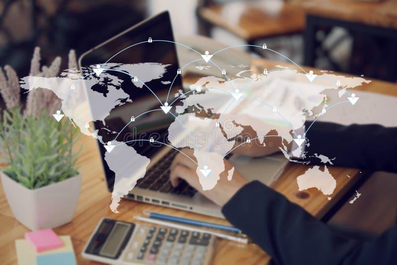 Linee della mappa e del collegamento di mondo I media sociali, la tecnologia si collegano fotografia stock libera da diritti