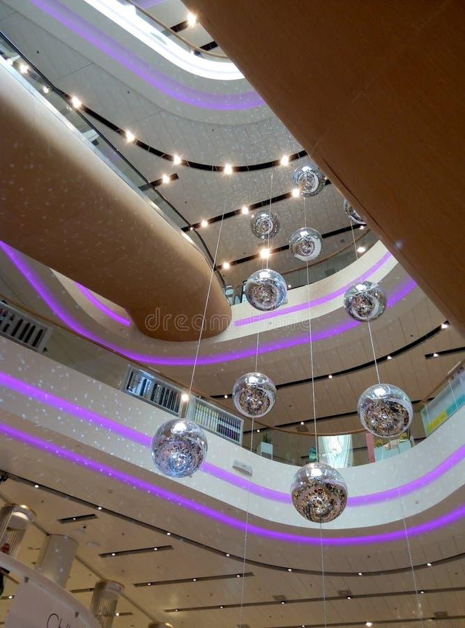 Linee di architettura con le decorazioni di Natale fotografie stock