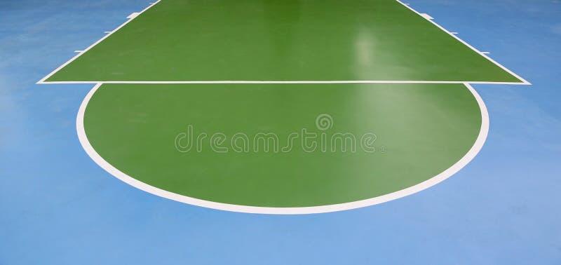 Linee di pallacanestro su una corte all'aperto immagine stock libera da diritti