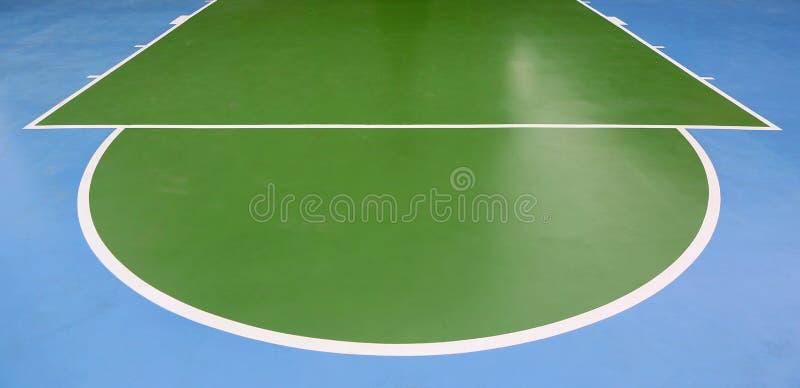 Linee di pallacanestro su una corte all'aperto immagini stock libere da diritti