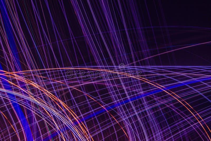 Linee e curve d'ardore multicolori luminose astratte immagini stock libere da diritti
