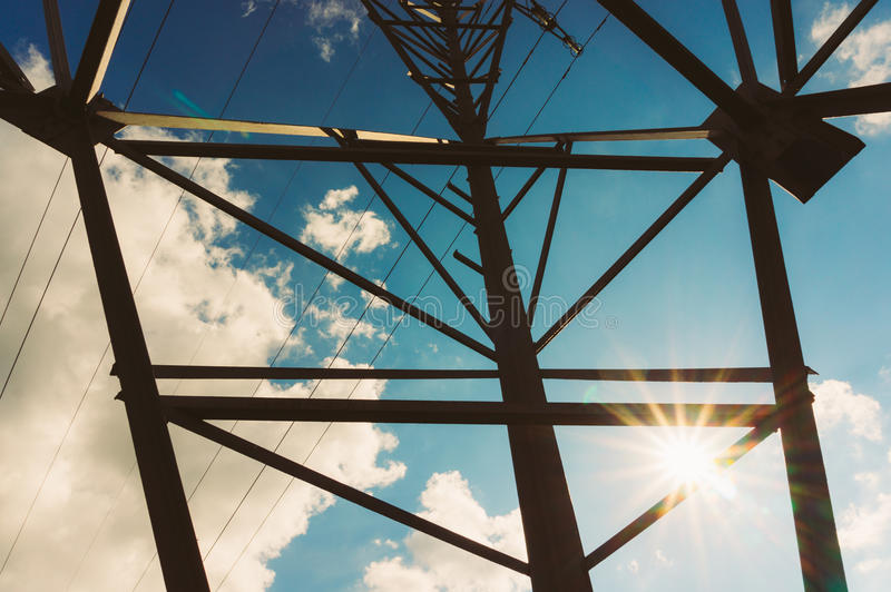 Linee elettriche ad alta tensione immagine stock