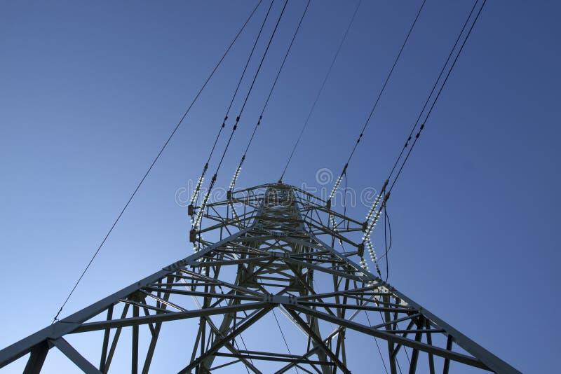 Linee elettriche ad alta tensione ad alba immagini stock
