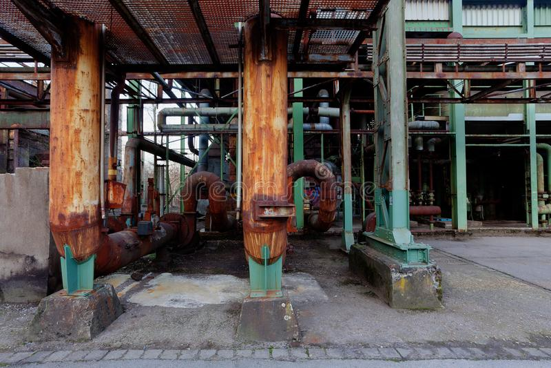 Linee fabbrica Landschaftspark, Duisburg, Germania dei tubi d'acciaio di industria fotografia stock libera da diritti