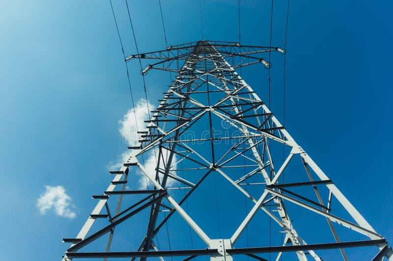Linee sopraelevate di corrente elettrica immagine stock libera da diritti