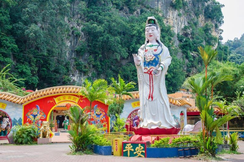 Ling Sen Tong Cave Temple, templet som lokaliseras på det Gurung Rapat området, och det är precis beside till huvudvägen (Jalan G royaltyfria bilder