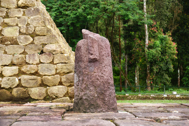 Lingam lingga w sukuh świątyni obraz stock