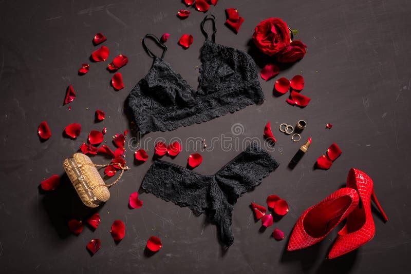 Lingerie en de toebehoren van het vrouwen` s de zwarte kant sexy stock foto