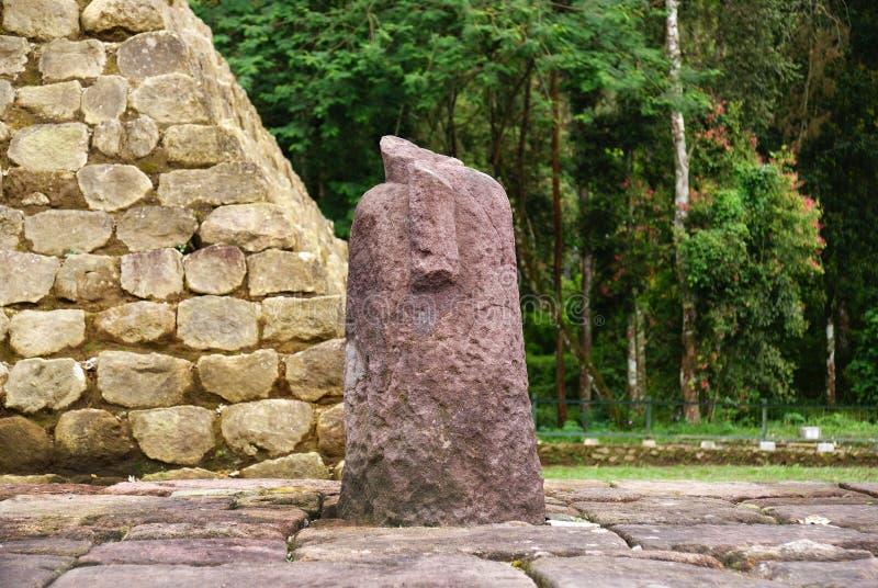 Lingga de Lingam no templo do sukuh imagem de stock