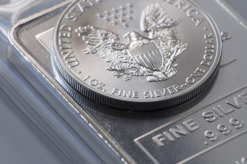 Lingote da moeda de prata fotografia de stock