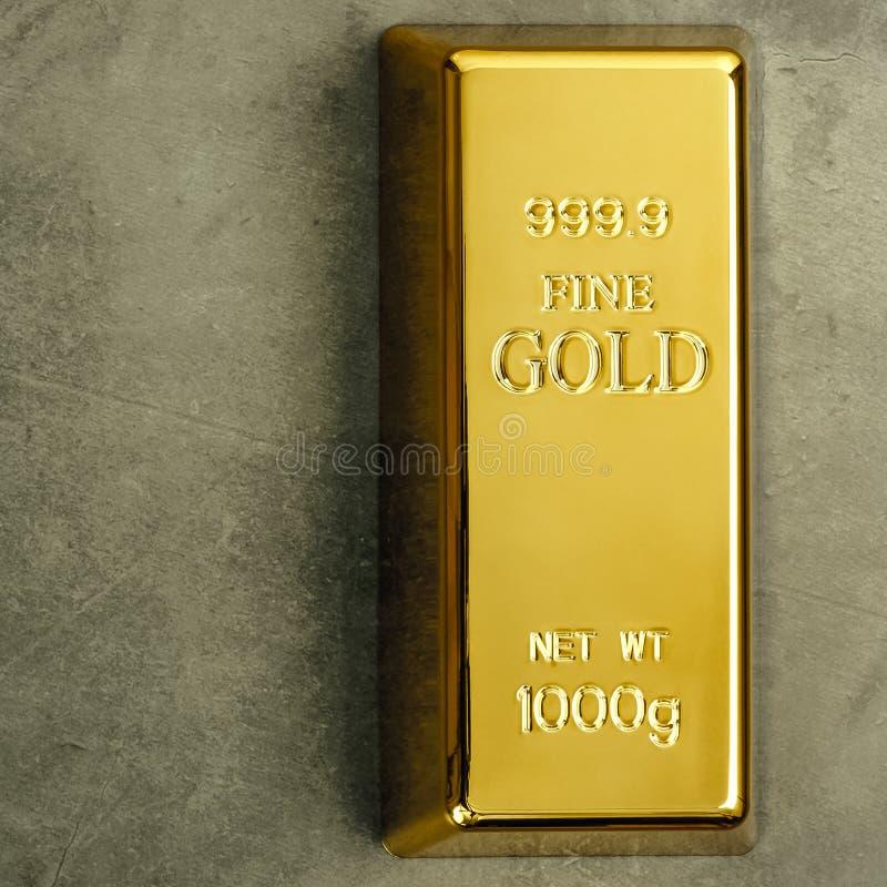 Lingote de lingote puro do metal do ouro em um fundo textured cinzento fotos de stock