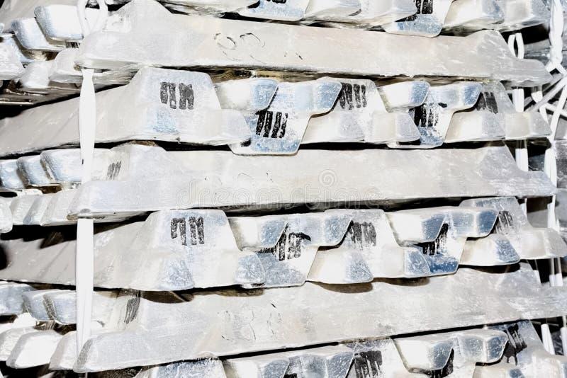 lingotes de aluminio en existencias imagen de archivo libre de regalías