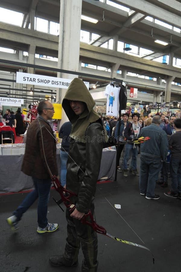 04-18-2015 Lingotto Fiere in Turin, Italien, Torino Comics, Pfeil Cosplayer lizenzfreie stockfotos