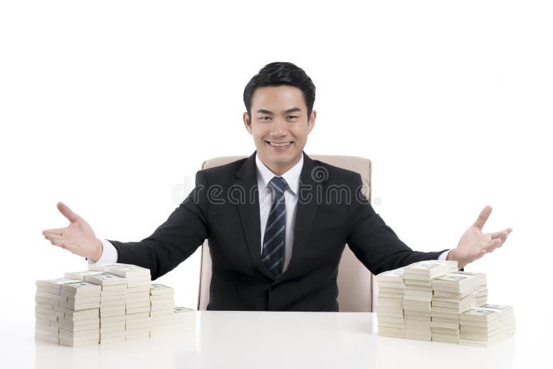 linguagem corporal nova da mostra do homem de negócios a convidar com o han aberto fotos de stock royalty free