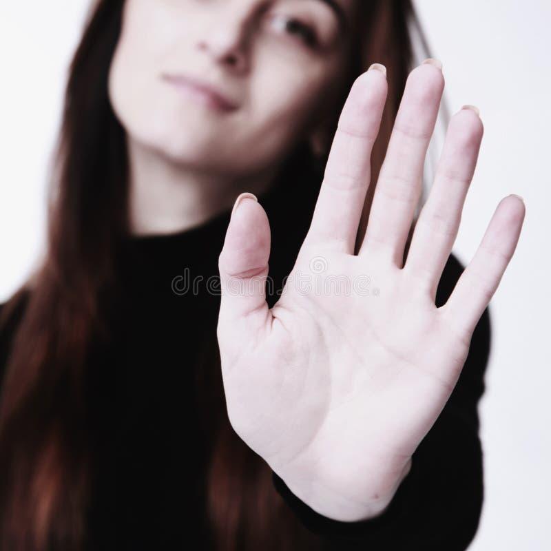 Linguaggio del corpo di gesto del segno della mano di arresto di rappresentazione della ragazza, gesti, ps immagini stock
