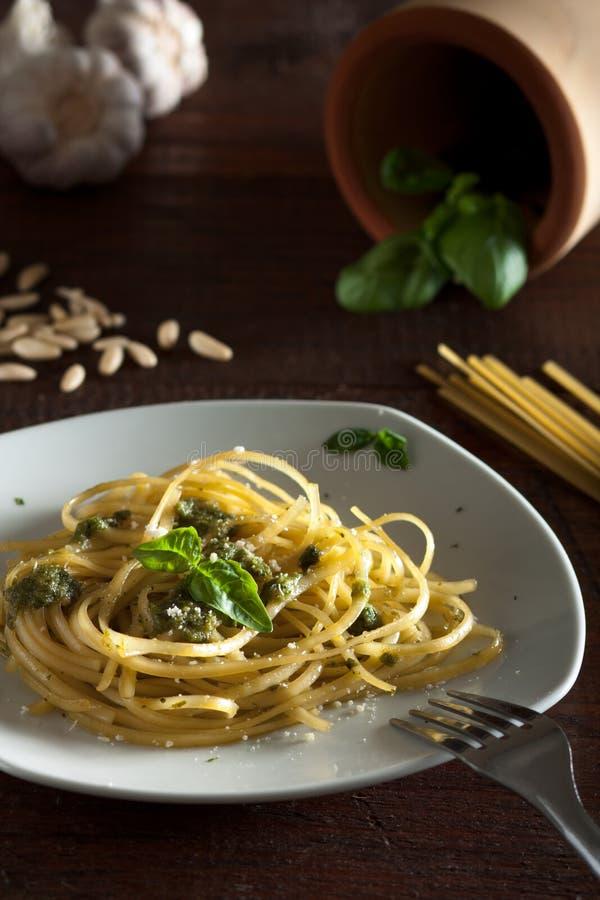 Linguine com Pesto foto de stock