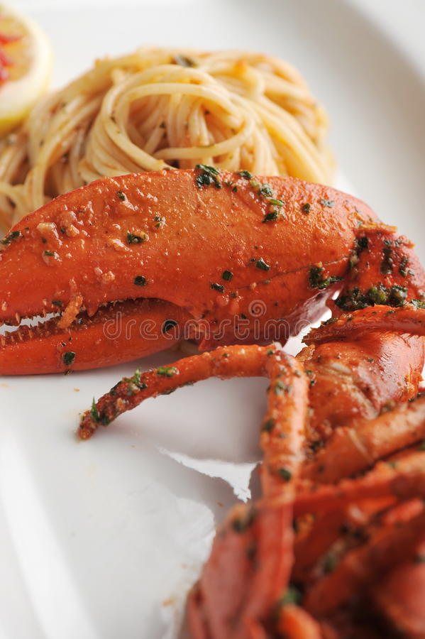 Linguine de pâtes de fruits de mer de homard images stock