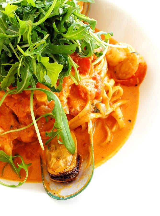 Linguine de pâtes, tomate de fruits de mer image stock