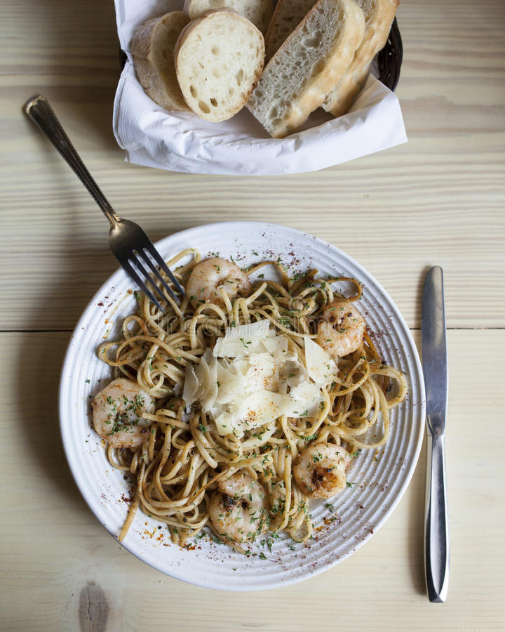 Linguini com camarão fotografia de stock