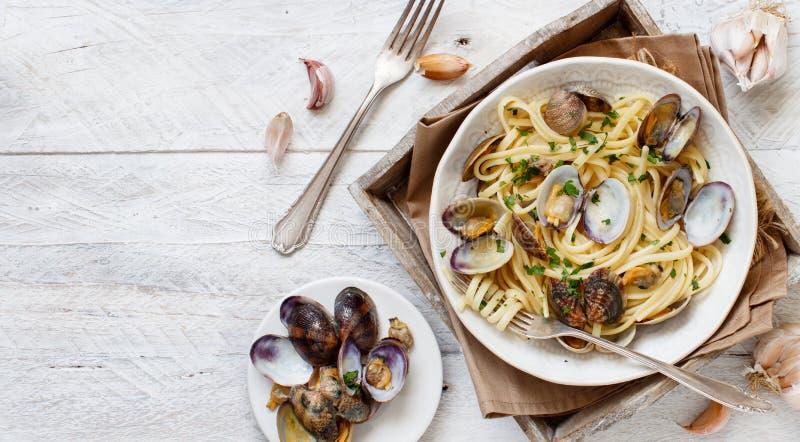 Linguini com moluscos fotos de stock
