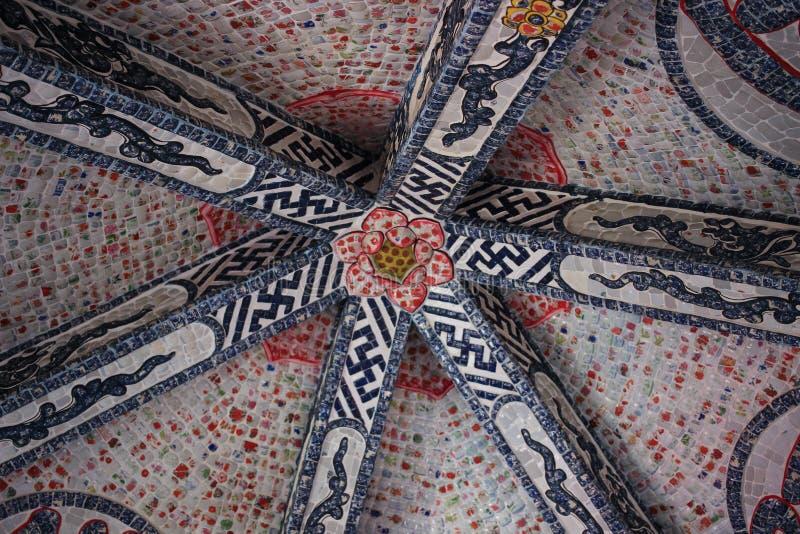 Linh Phuoc塔的马赛克装饰品大叻市市的,林同省,越南 免版税库存图片