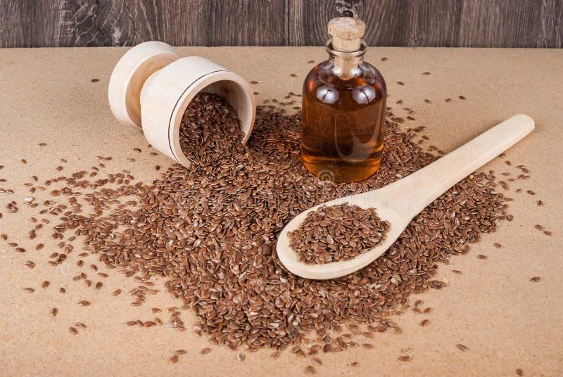 Linhaça das sementes de linho para impedir doenças e controlar o excesso de peso imagens de stock royalty free