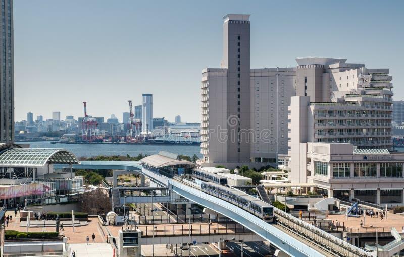 """Linha \ """"Yurikamome do trem do monotrilho \"""" para conectar a ilha de Odaiba com o Tóquio jap?o imagens de stock"""
