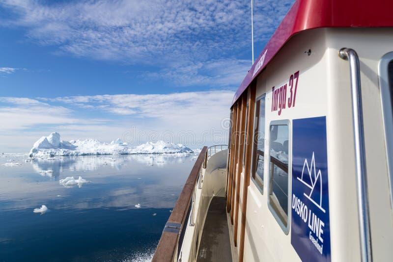 Linha balsa de Disko em Ilulissat Icefjord imagens de stock