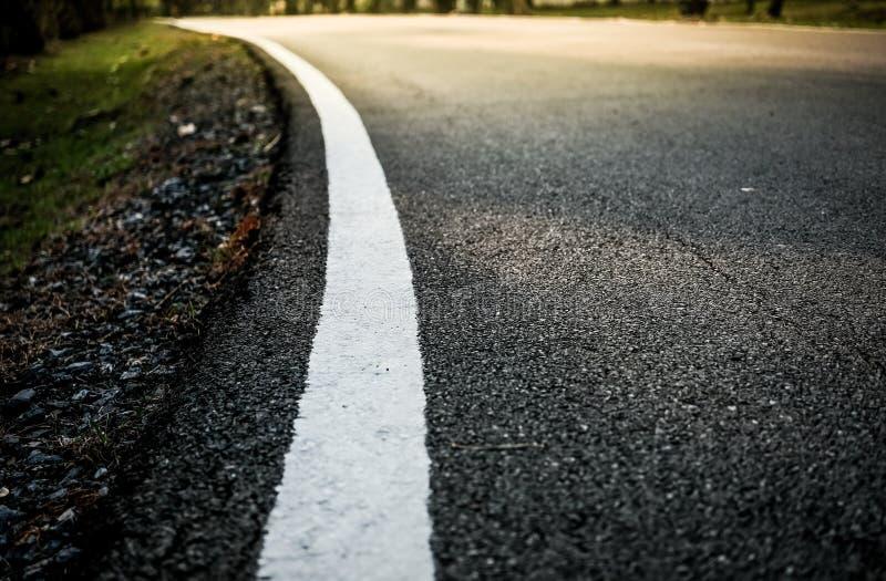 Linha branca na estrada imagens de stock royalty free