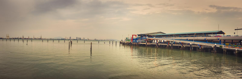 Linha costeira de Penang na hora do pôr do sol Panorama foto de stock royalty free