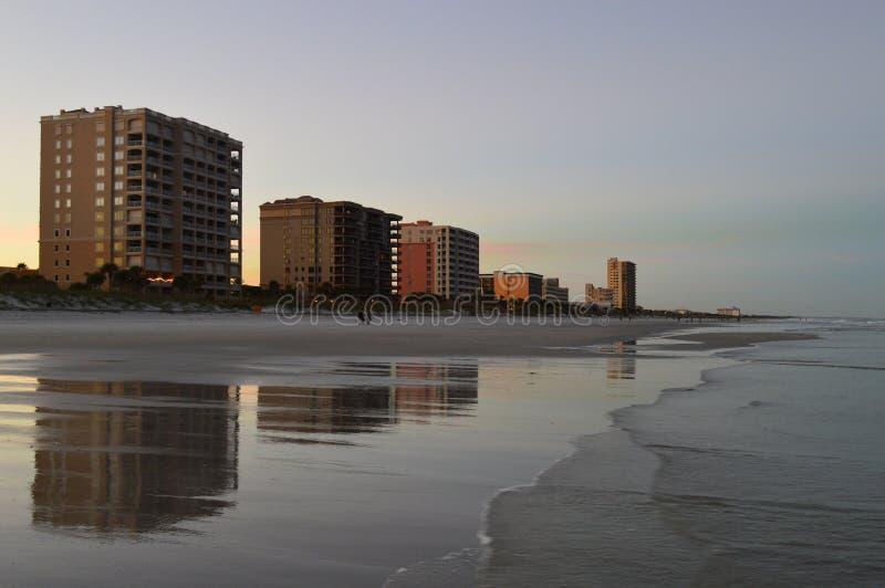 Linha costeira e cais da praia de Jacksonville imagem de stock royalty free