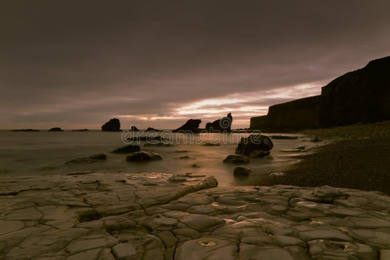 Linha costeira rochosa