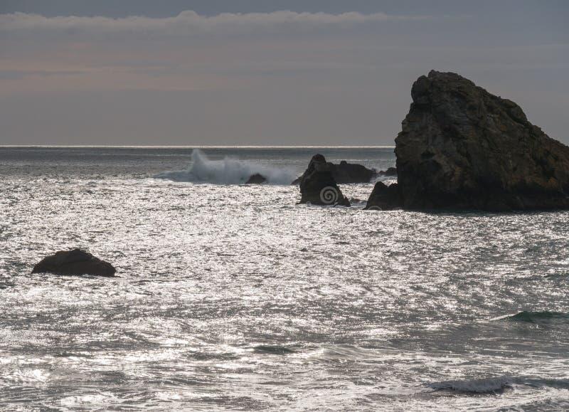 Linha costeira rochosa, costa do sul de Oregon fotografia de stock