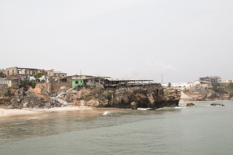 A linha da costa de Jamestown, Accra, Gana fotografia de stock